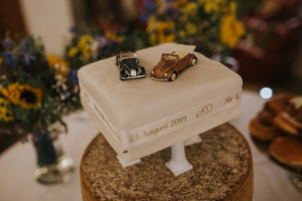 VV Beetle wedding cake