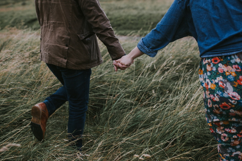 holding hands photography session